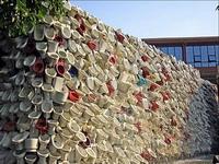 Китайцы соорудили 100-метровую башню из унитазов