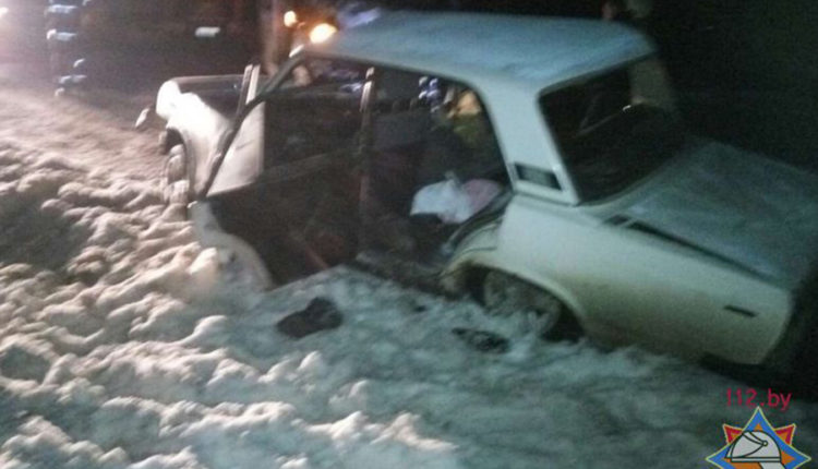 В Воложинском районе на трассе М6 столкнулись микроавтобус и Lada