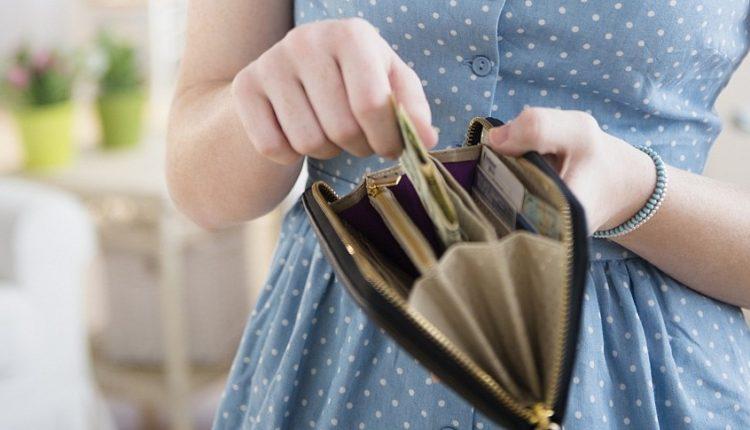 Жительницу Воложина, которая выманила у 6-летней девочки 60 рублей, будут судить